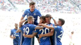 Schalke seal second with win at Augsburg