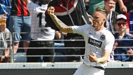Frankfurt win to leave Hamburg on the brink