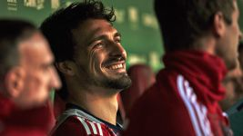 Hummels happy to spurn move away