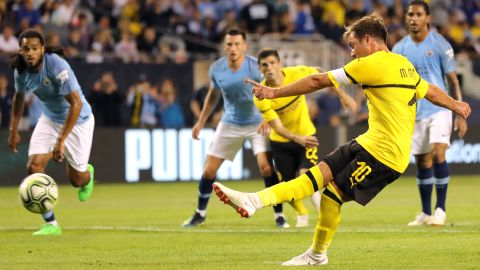 Götze fires Dortmund past Man City