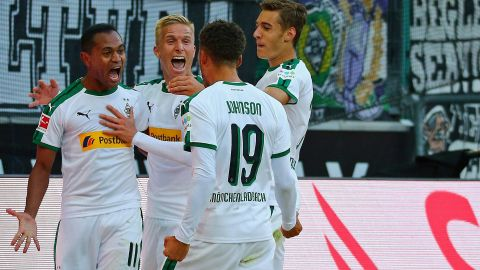 Johnson stunner gives Gladbach derby spoils