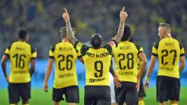 Paco Alcacer helps Dortmund go top