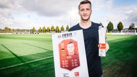 Watch: Reus receives Player of the Month award