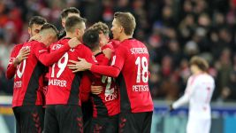 Record-man Petersen helps Freiburg down Leipzig