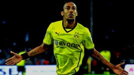 Aubameyang extends Dortmund deal
