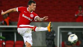 Leverkusen win race to sign Charles Aranguiz