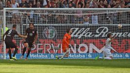 Frankfurt grind out score draw with Augsburg