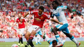 Last-gasp signing Chicharito boosts Leverkusen firepower