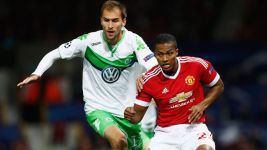 Wolfsburg narrowly beaten in Manchester
