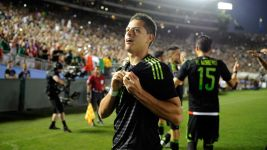 Chicharito shoots Mexico to Confed Cup