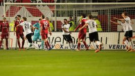 Ten-man Sandhausen edge Kaiserslautern